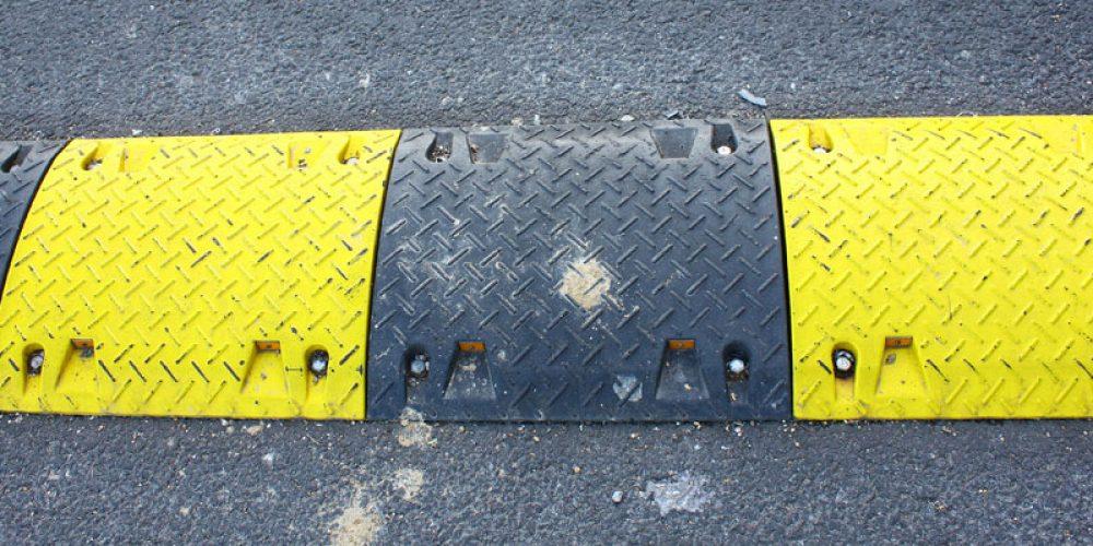 Ralentisseurs pour signalisation routière : trouver une entreprise experte en ligne
